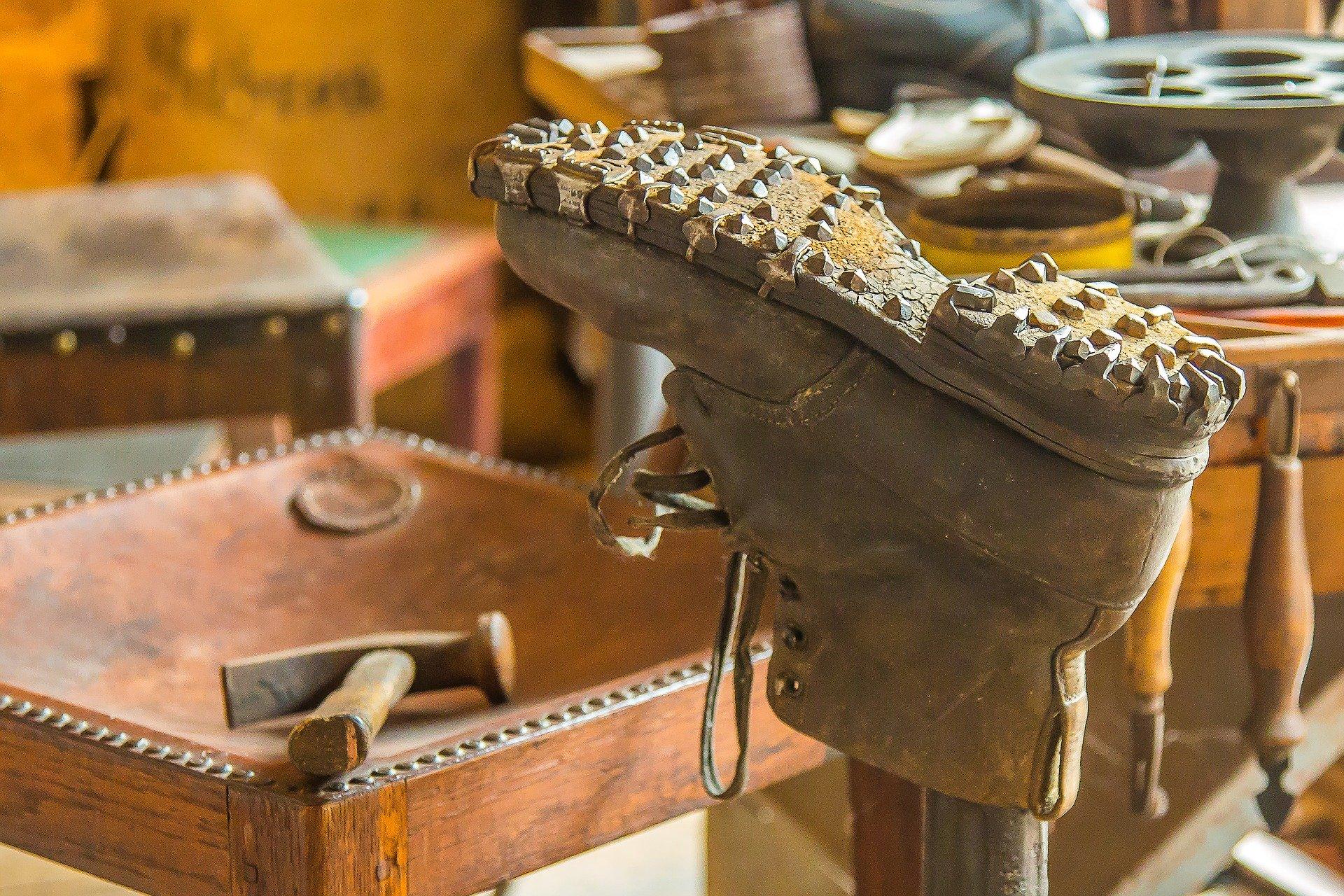 Schuhmacher*innen – ein aussterbender Beruf?